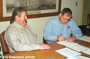 Mid-Continent president Jeff Bloohm signs the contract with Glenn Guerra to lead the restoration of MLS&W #63.