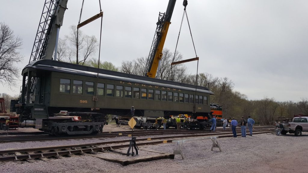 DL&W 595 suspended by two cranes